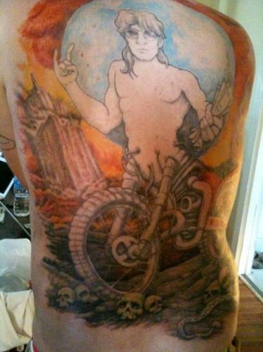 Szuf Daddy shows off massive tattoo that took a year to complete