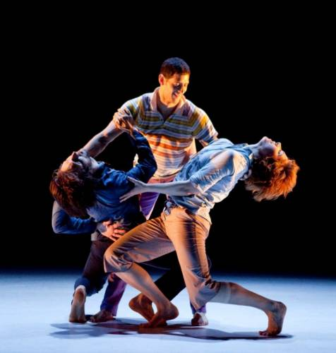 Dancers search for connections in extraordinary production (photo by Yi-Chun Wu)