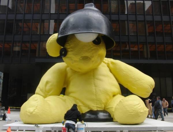 Urs Fischeru0027s Teddy Bear Lamp