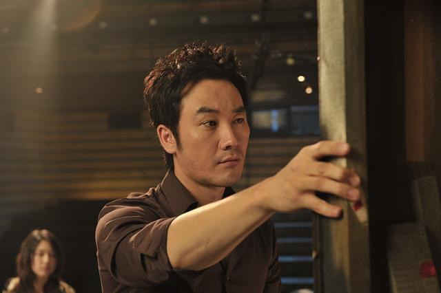 Things get a little too personal for Byung-hun (Uhm Tae-woong) in Korean ...