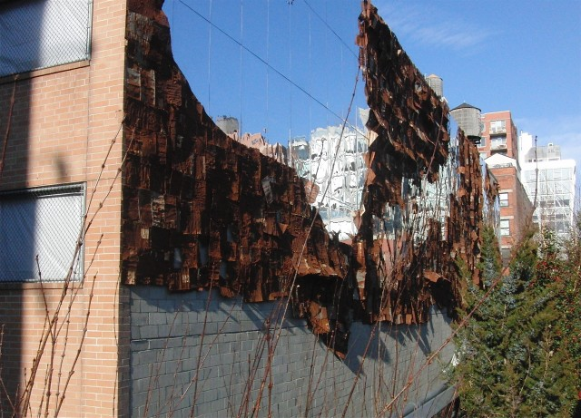 "El Anatsui's ""Broken Bridge II"" on the High Line (photo by twi-ny/mdr)"