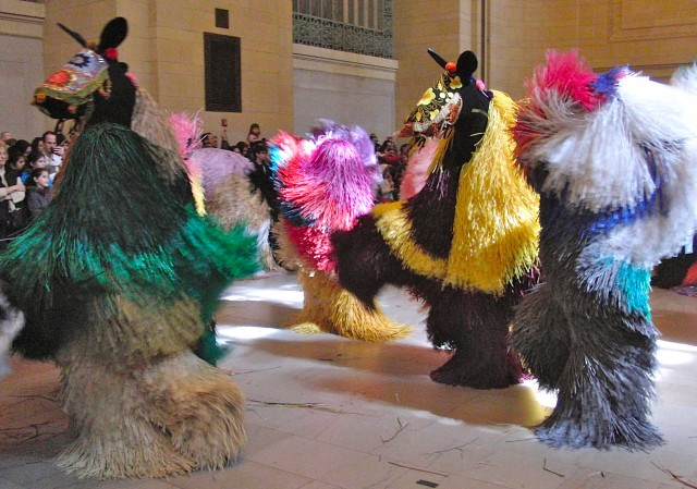"Nick Cave's ""Heard•NY"" transforms Vanderbilt Hall into a performance petting zoo (photo by twi-ny/mdr)"