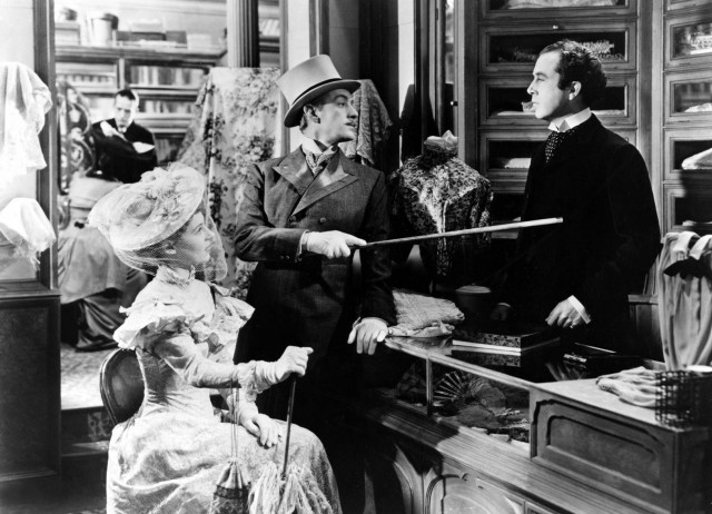 Louis Mazzini (Dennis Price) is sick and tired of being bossed around by the D'Ascoynes (Alec Guinness in multiple roles) and decides to take extreme action in KIND HEARTS AND CORONETS