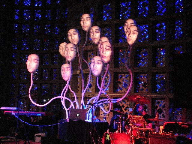 Synarcade's Lumiphonic Creature Choir performed at the 2012 Maker Faire (photo by twi-ny/mdr)