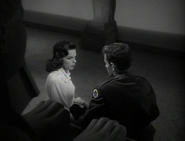 Judy Garland and Robert Walker are running out of time in Vincente Minnellis THE CLOCK