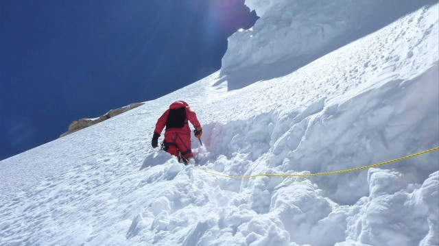 A daring team of mountain climbers attempt to reach the summit of K2, risking their lives every step of the way