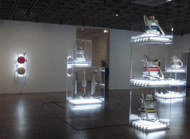 "Jeff Koons's Hoover installations are part of ""The New"" series from the 1980s (photo by twi-ny/mdr)"