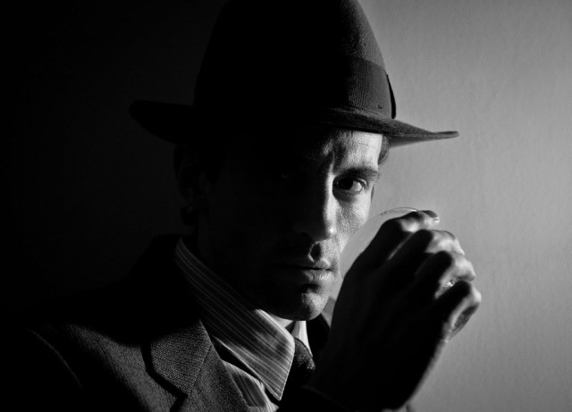 Nathan Darrow stars as private investigator Ben Farrell in Stolen Chair noir parody (photo by Carrie Leonard)