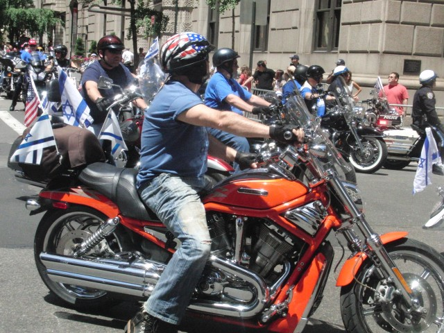Bikers join with marchers and floats in Celebrate Israel Parade (photo by twi-ny/mdr)