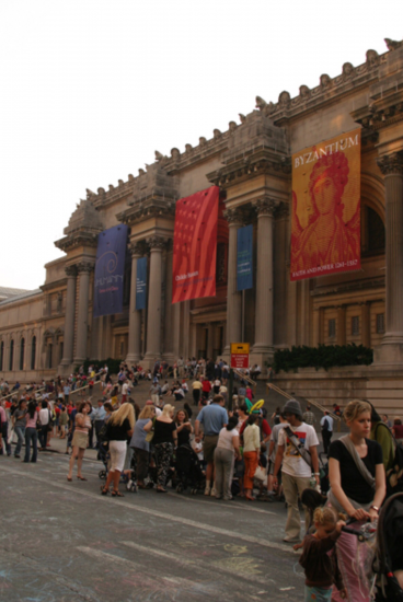 Crowds take to the streets for annual Museum Mile Festival, beginning at the Met
