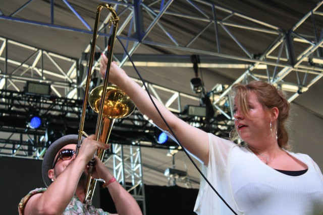 Amy Millan pumps up the volume with Broken Social Scene at Panorama (photo by twi-ny/mdr)