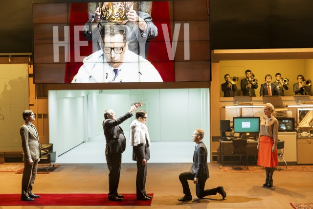 Ivo van Hove merges multiple Shakespeare plays into KINGS OF WAR (photo by Jan Versweyveld)