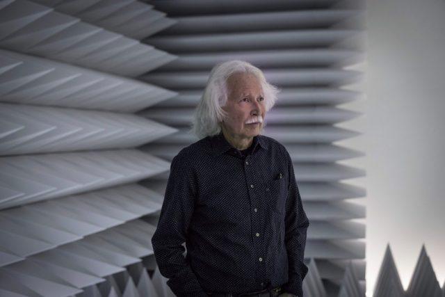 Doug Wheeler oversees installation of immersive environment at the Guggenheim (photo courtesy Guggenheim Museum)
