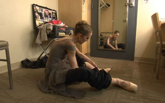 Ballet star Wendy Whelan invites audiences it to watch her attempt to get back onstage in Restless Creature