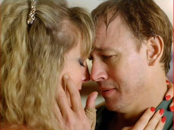 Frannie (Teri Garr) and Hank (Frederic Forrest) try to hold on to their love in One from the Heart