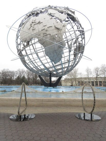 Rope barrier around Unisphere isolates the globe from the one of the most diverse places in the world, (photo by twi-ny/mdr)