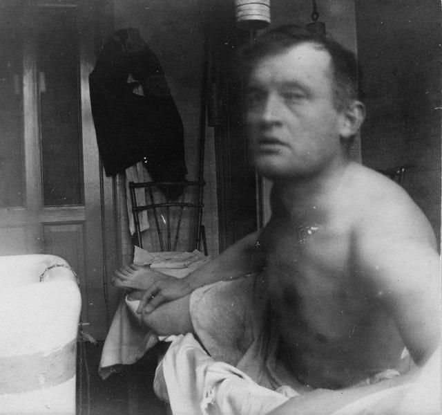 Edvard Munch à la Marat ved badekaret på Dr. Jacobsons klinikk tidl. B1855